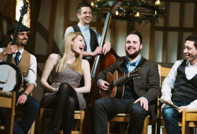 the-revellers-mumford-style-band-for-wedding