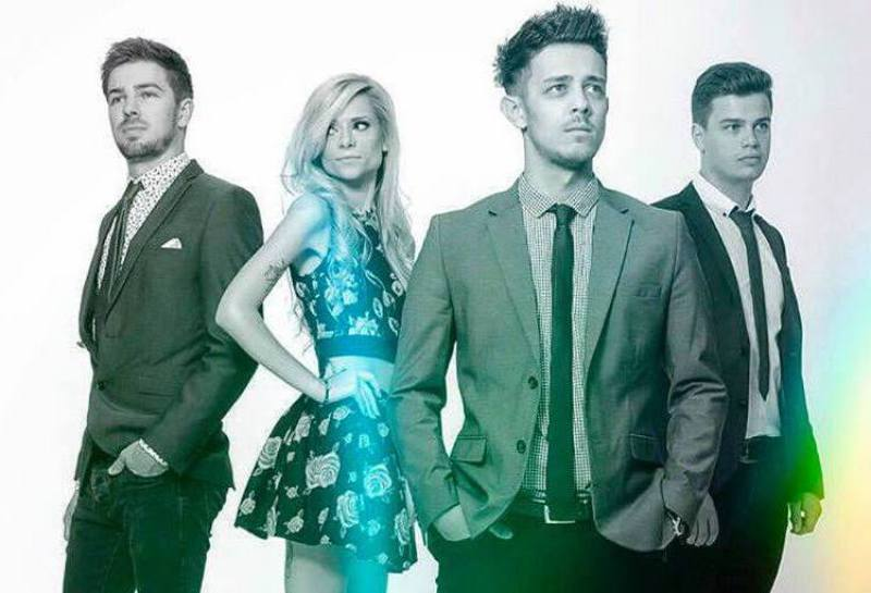 the-grade-wedding-music-band-with-singer-performing-live